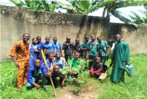 Plantation d'arbres organisée par le WPE